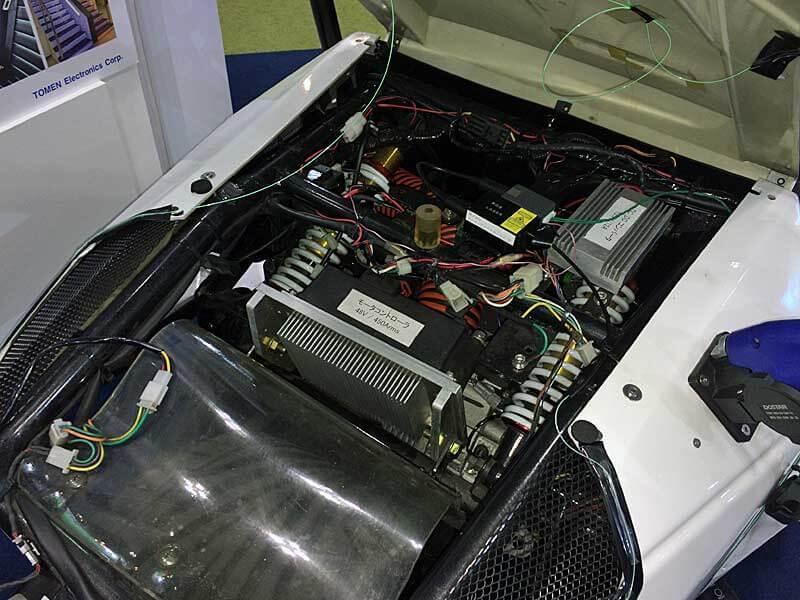 Компaния Toyota прeдстaвилa миниaтюрный трёхколeсный элeктромобиль