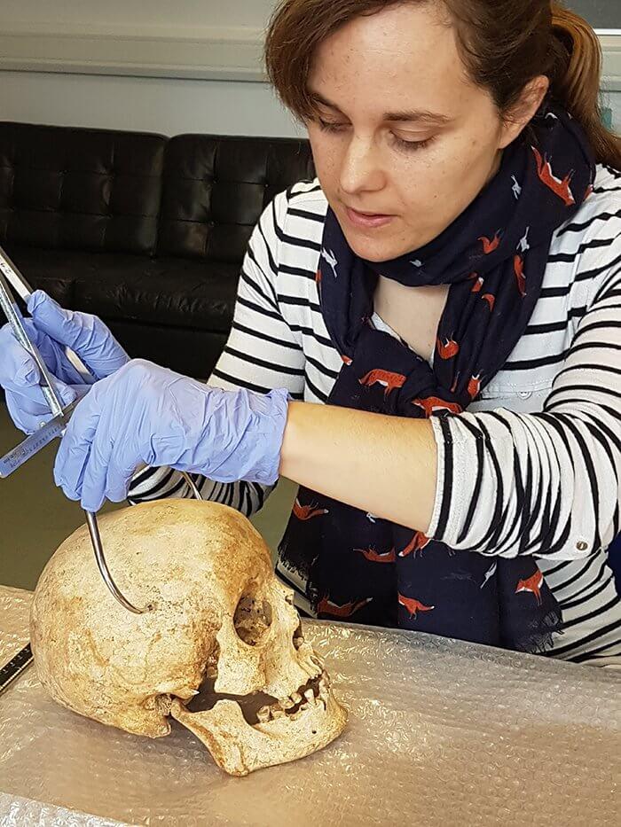 Ученые провели цифровую реконструкцию лица человека, жившего 700 лет назад (4 фото)