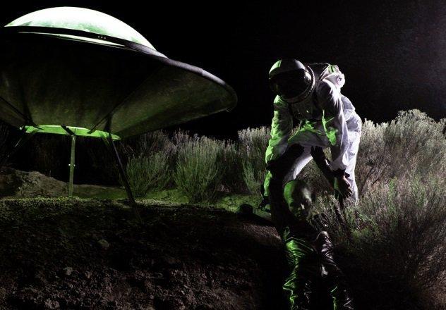 10 правил поведения при контакте с инопланетянами (11 фото)