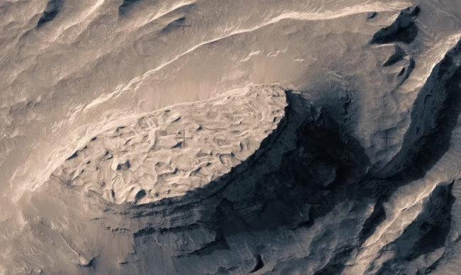 Невероятно красивый полёт над поверхностью Марса