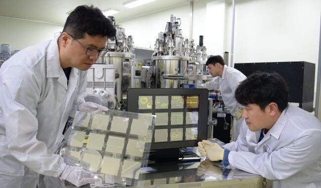 В Южной Корее разработали OLED-дисплеи на основе графена (2 фото)