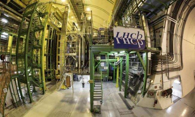 LHCb нашел новые намеки на возможные отклонения от Стандартной модели