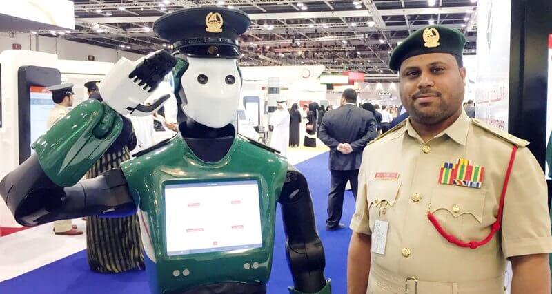 Робот-полицейский впервые приступил к работе