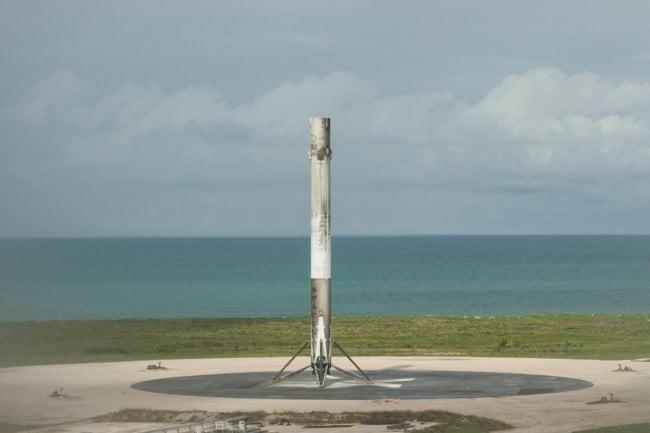 SpaceX удачно запустила Falcon 9 сдесятью спутниками