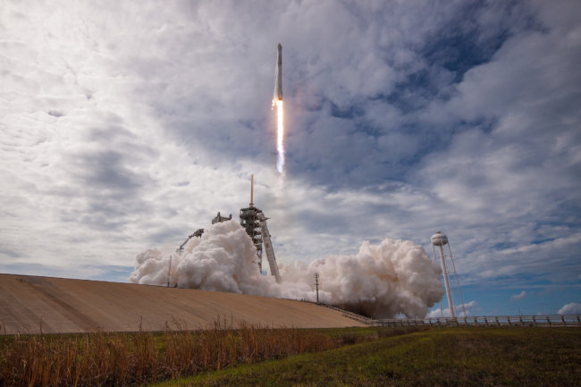 ВКалифонии запущена ракета Falcon 9 с10 спутниками связи