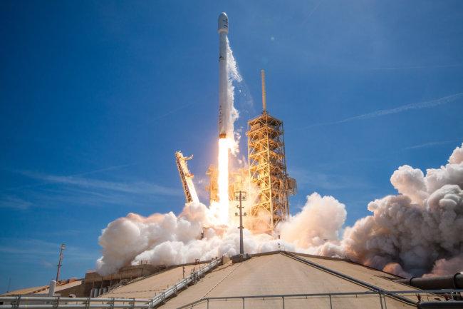ВКалифорнии удачно  стартовала ракета Falcon 9