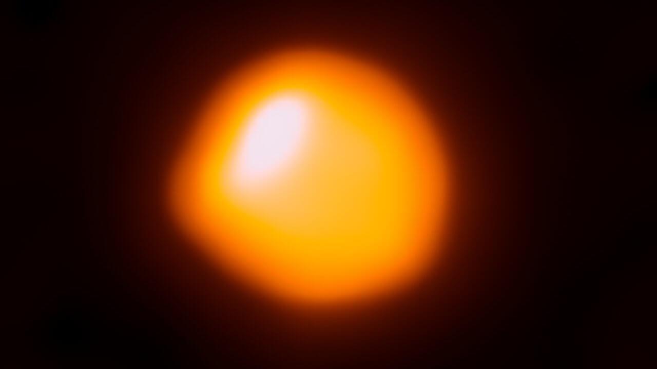 Астрономы получили самый детализованный снимок поверхности далекой звезды
