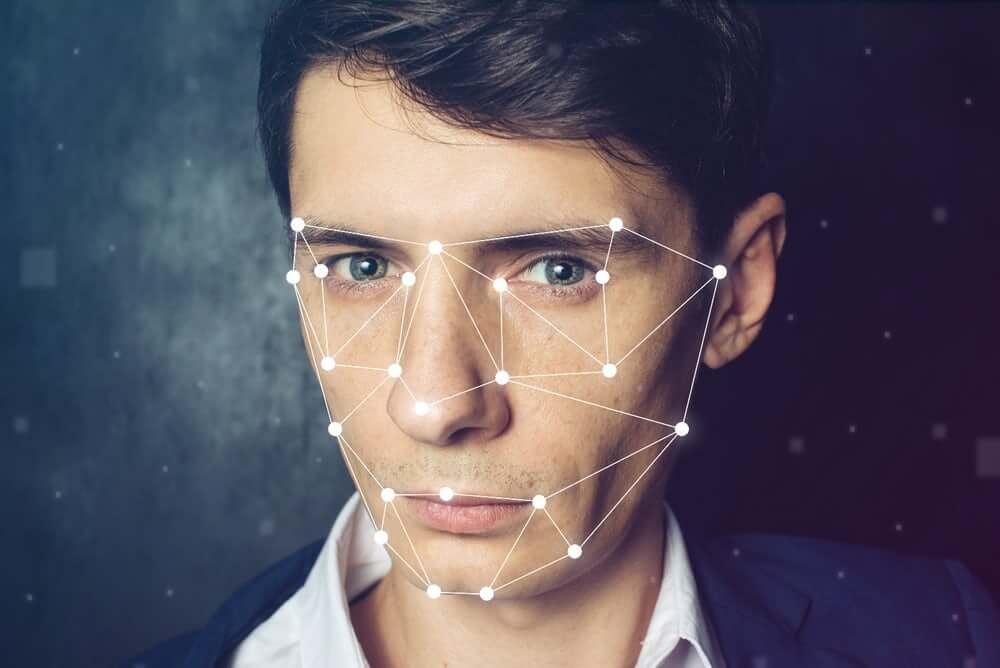 Аэропорты США начинают тестировать технологию распознавания лиц