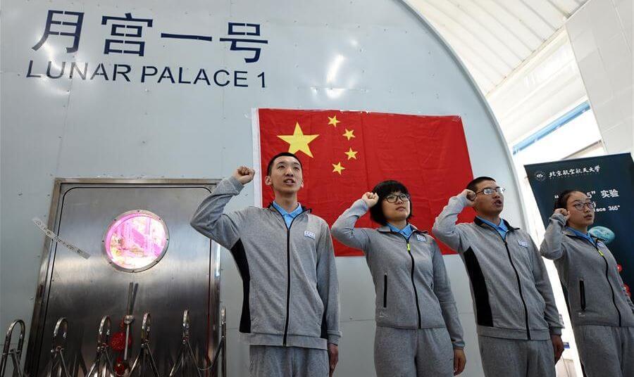 Китай активно готовится к отправке человека на Луну (3 фото)