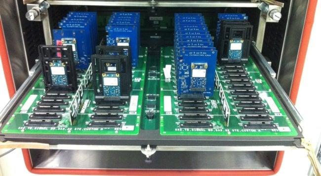 Представлена технология, которая увеличит время хранения данных на SSD в 2900 раз (2 фото)
