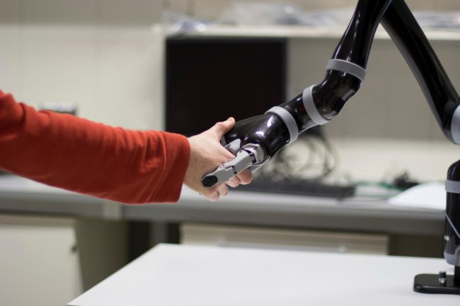 [Image: robots-1-650x433.jpg]