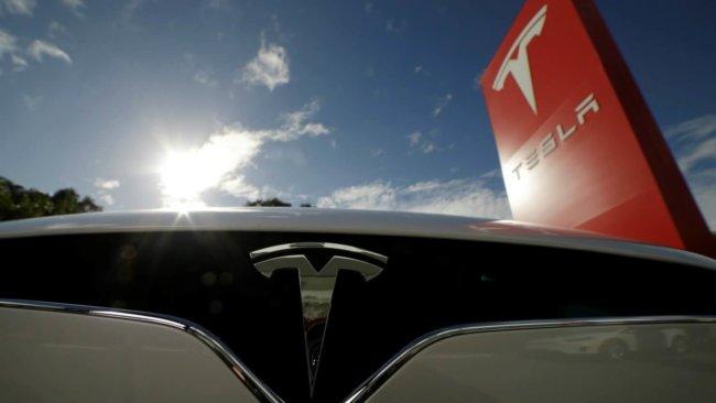 Дату премьеры грузовика-беспилотника Tesla объявил руководитель компании Илон Маск