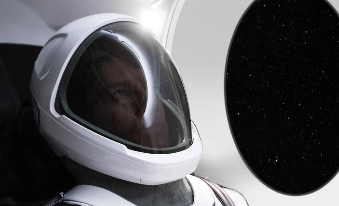 #фото дня   Илон Маск впервые продемонстрировал скафандр SpaceX