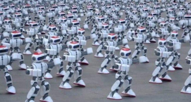 #видео | Будни книги рекордов Гиннесса: 1000 одновременно танцующих роботов