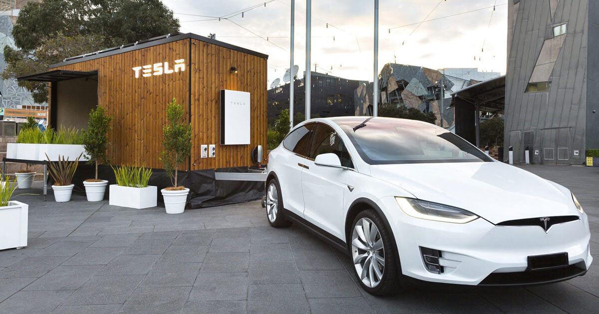 Tesla построила «домик на колесах» для рекламы чистой энергии