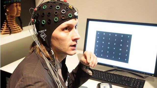 Представлен российский нейроинтерфейс для пациентов с проблемами речи (2 фото)