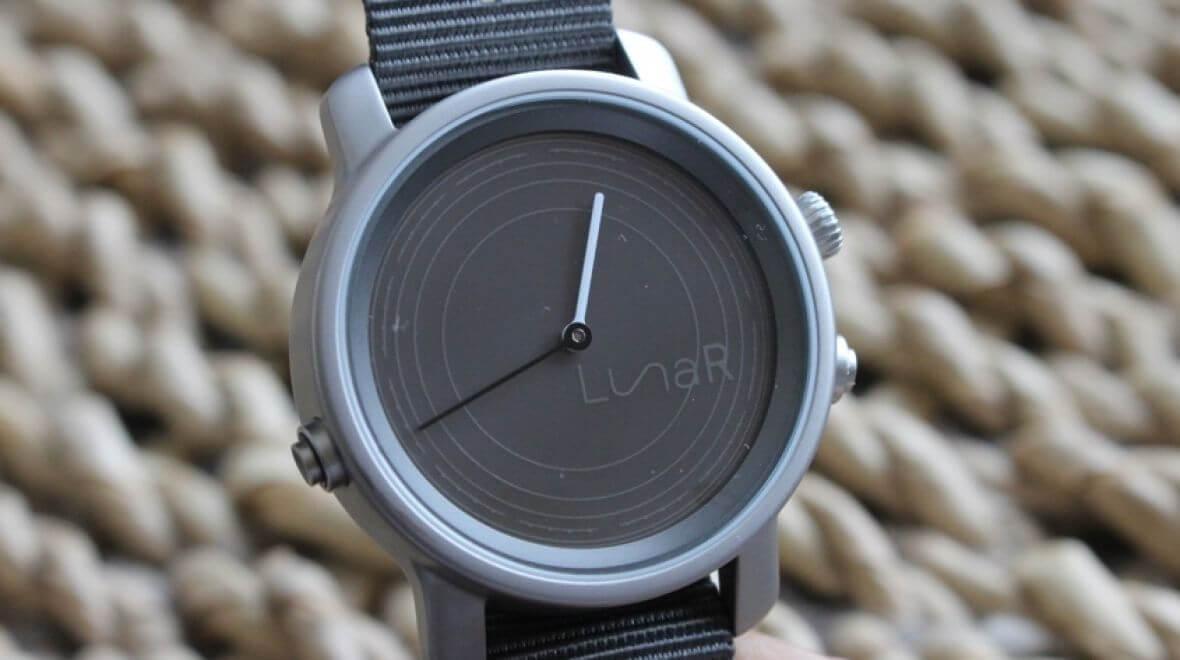 разработаны умные часы солнечной батарее