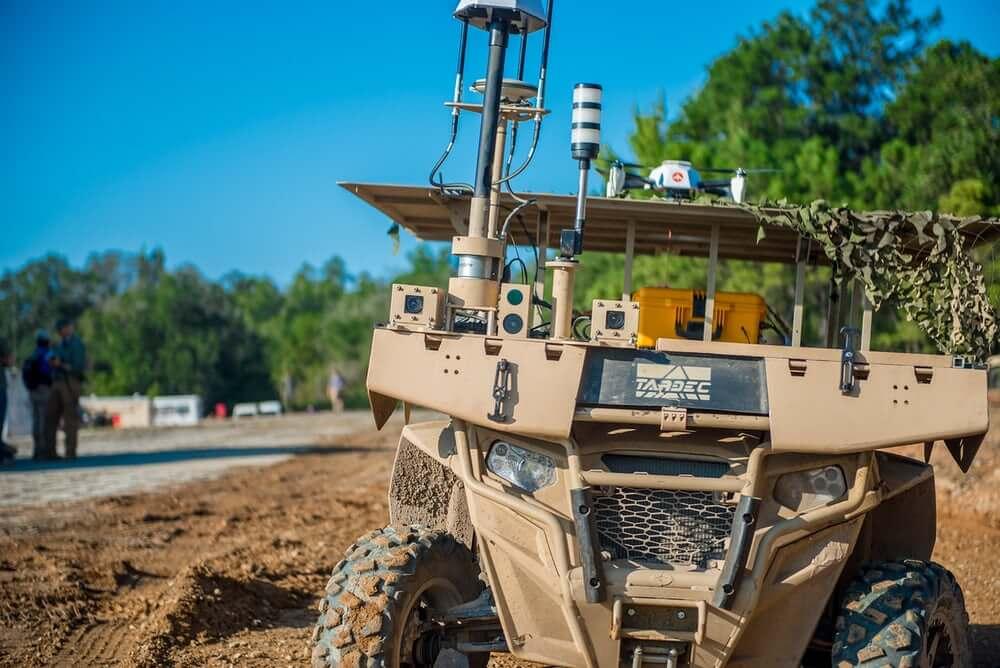Военные США провели совместные учения дронов и роботов