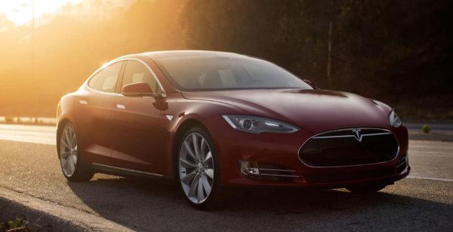 Спасая людей от урагана, Tesla разблокировала батареи своих авто