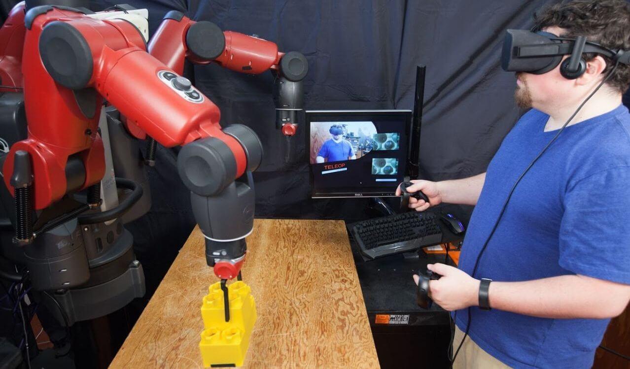 В MIT научились управлять роботами с помощью виртуальной реальности (+видео)