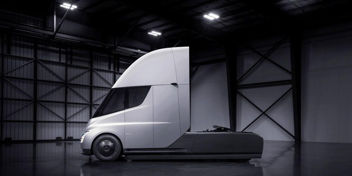 Илон Маск представил фантастическую новую электрофуру Tesla Semi