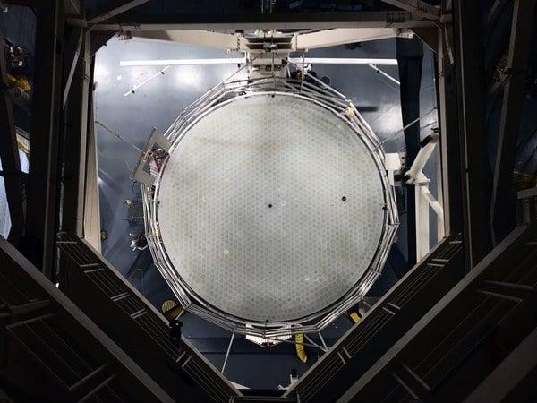 Как собирают самое большое в мире зеркало для телескопа? (5 фото)