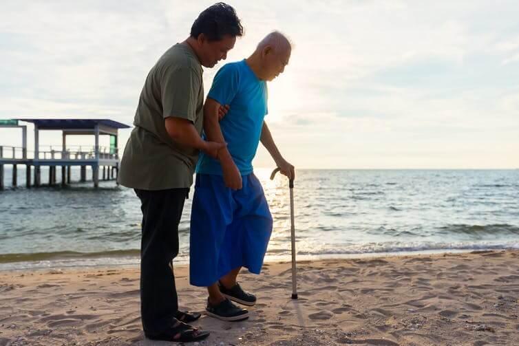 Что болезнь Альцгеймера делает с мозгом? (2 фото)