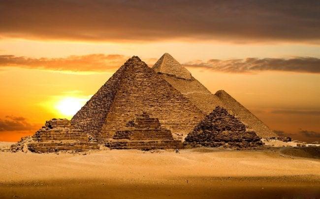 Физики нашли в Великой пирамиде загадочную структуру: каким образом? (3 фото + видео)