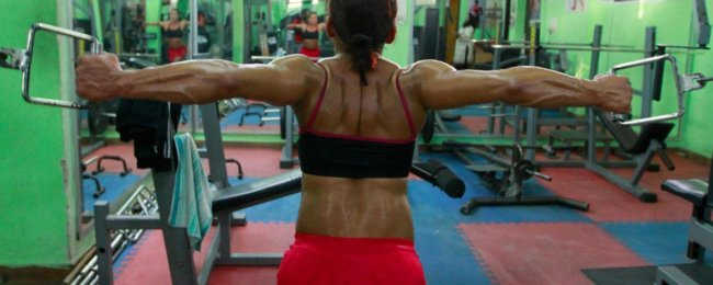 Что, если бы женщины были сильнее мужчин? (5 фото)