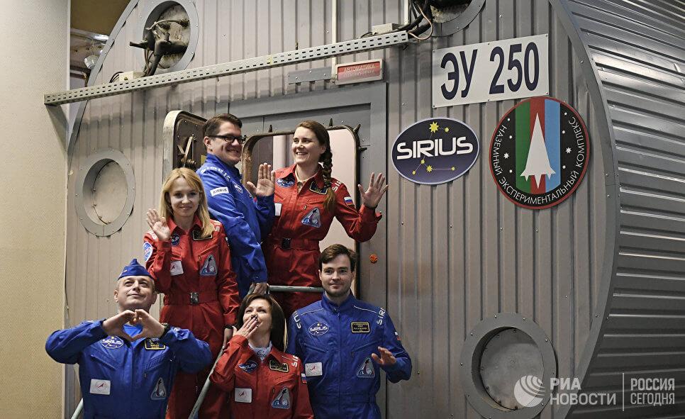 Экипаж наземного «космического корабля» SIRIUS «долетел» до лунной орбиты (3 фото)