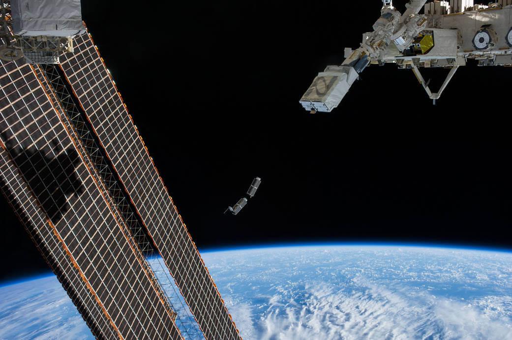 «Первая космическая нация» вывела свой спутник на околоземную орбиту (2 фото)
