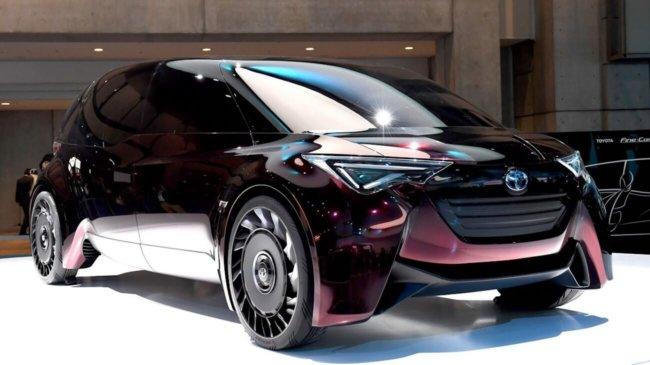 Toyota представила автомобиль на водородном топливе с безвоздушными шинами
