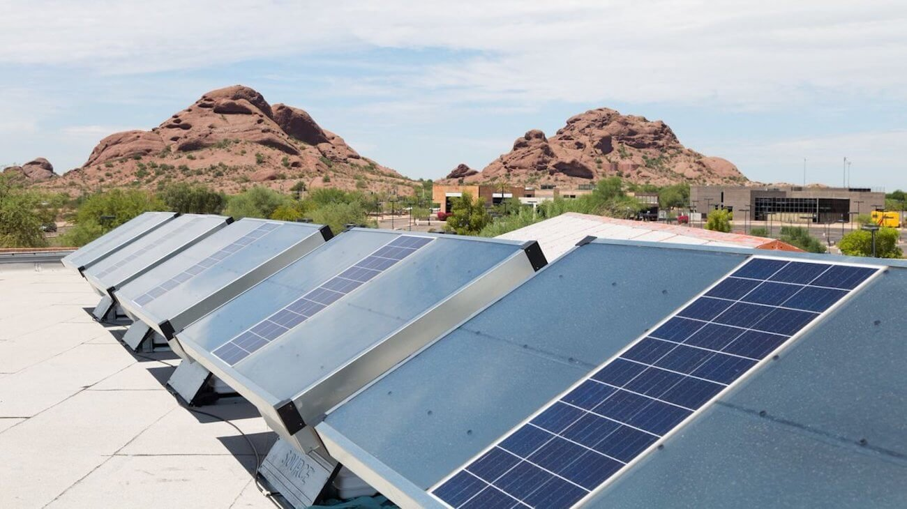 Представлена домашняя солнечная установка для производства воды из воздуха