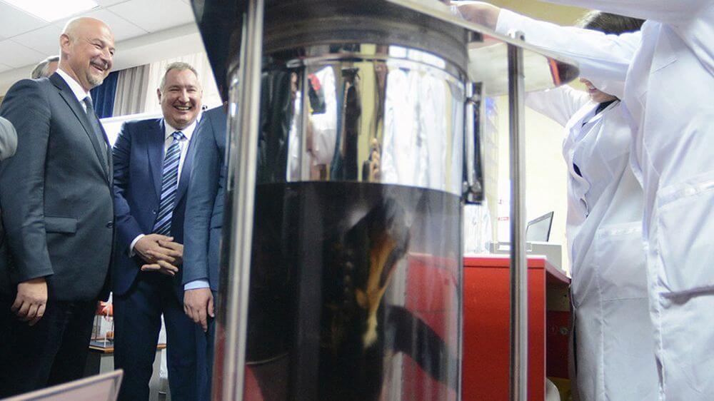 Рогозин представил президенту Сербии российскую технологию жидкостного дыхания