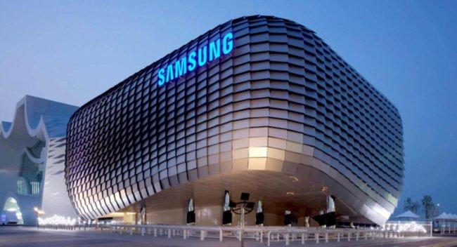 Samsung запатентовала умный свитер для подзарядки смартфона