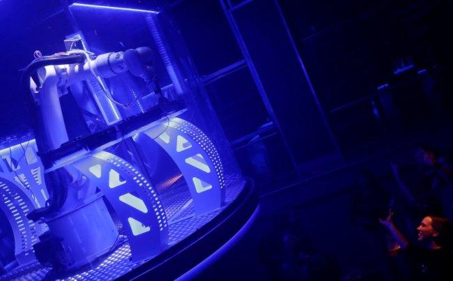 В чешском клубе появился робот-диджей