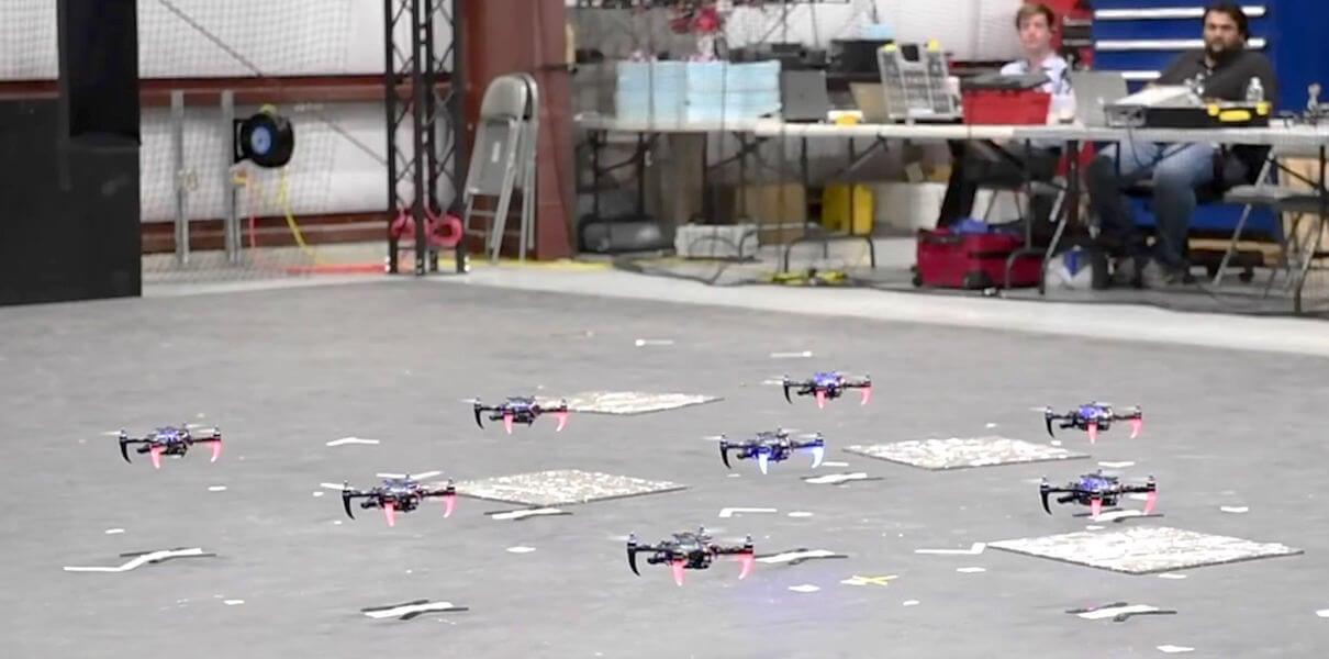 квадрокоптеры научили летать стаями gps