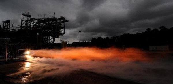 В NASA протестировали двигатель, напечатанный на 3D-принтере (2 фото)