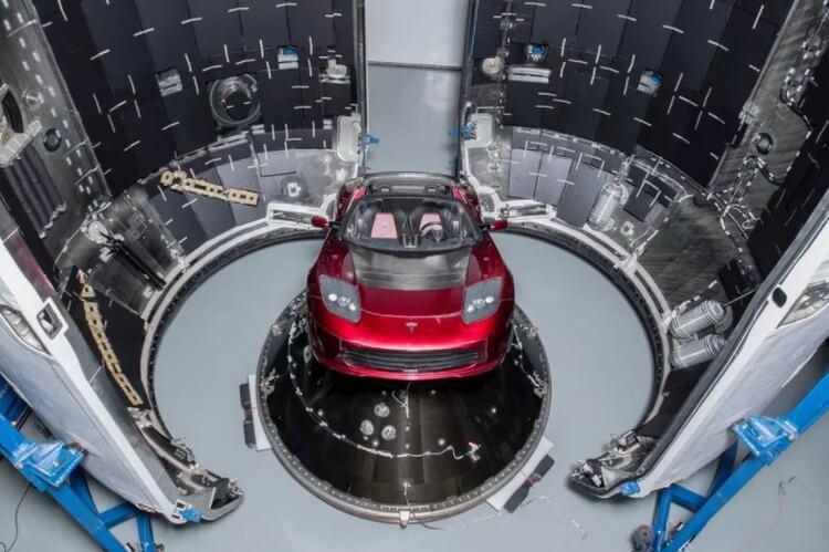 Электрический родстер Илона Маска готовится к полету вокруг Марса
