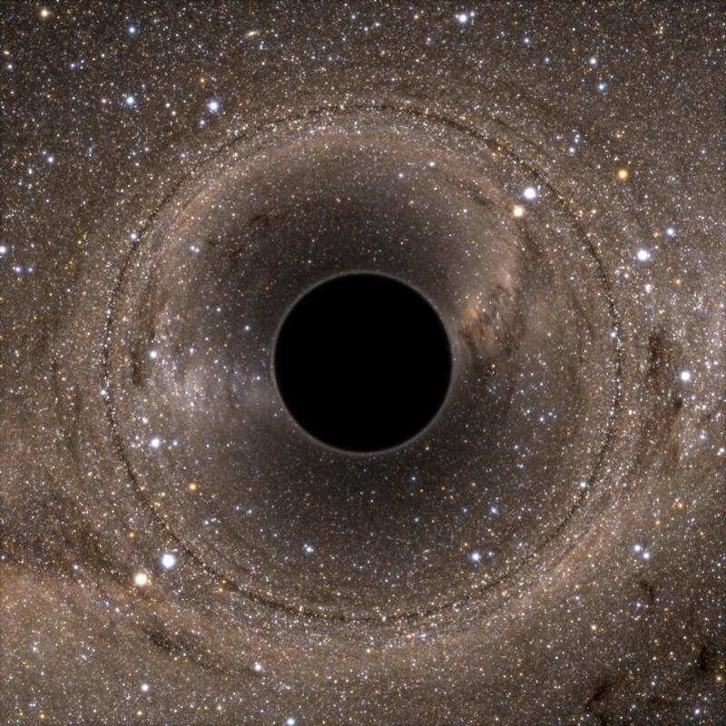 Что вы увидите, падая в черную дыру?