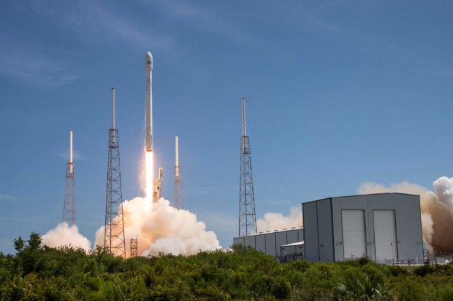 Похоже, SpaceX не справилась, а секретный космический спутник Zuma потерян