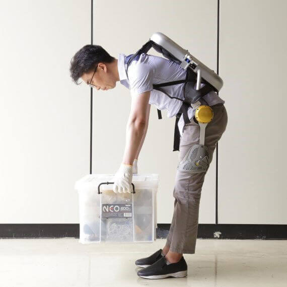 Hyundai снабдит рабочих рюкзаками-экзоскелетами (2 фото)