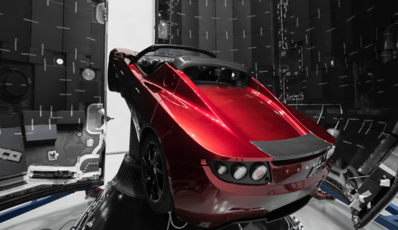 Пыль, метеориты и космические лучи уничтожат космическую Tesla