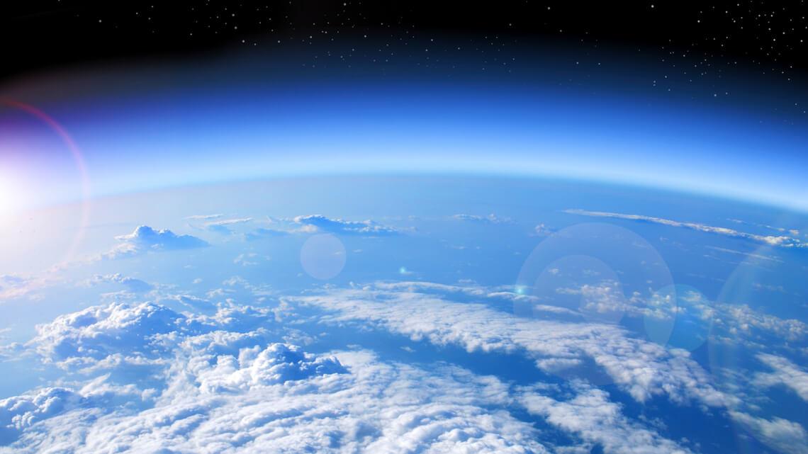 Сингапур запустит человека в стратосферу на воздушном шаре