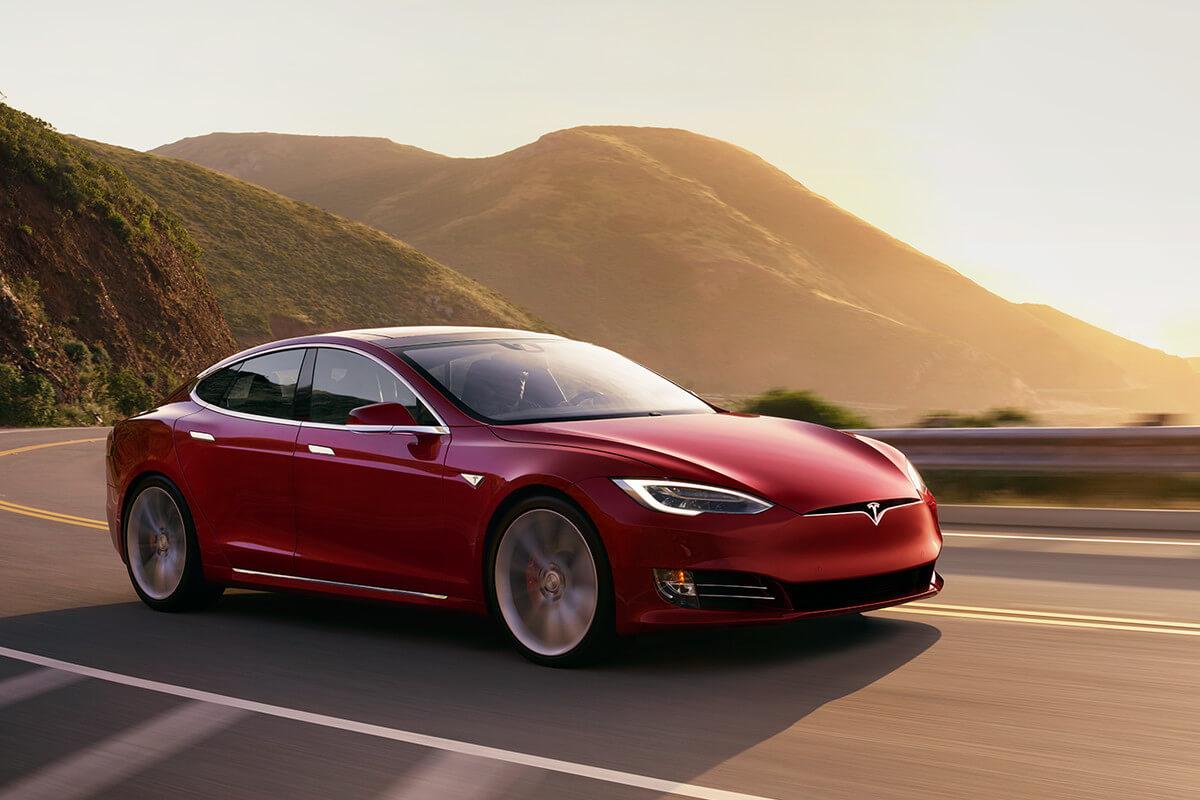 Tesla отзывает 123 тысячи Model S