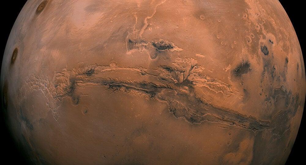 Планетологи уточнили, когда на Марсе могли появиться океаны (2 фото)