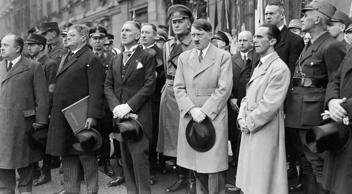Конец теориям заговора: Гитлер точно умер в 1945