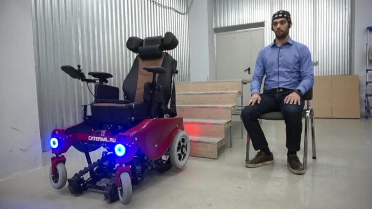 #видео | Житель Новосибирска изобрел инвалидную коляску, управляемую силой мысли