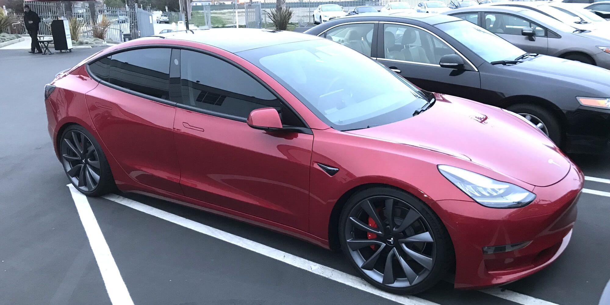 Tesla представила более быстрые и мощные версии Model 3: AWD и Performance