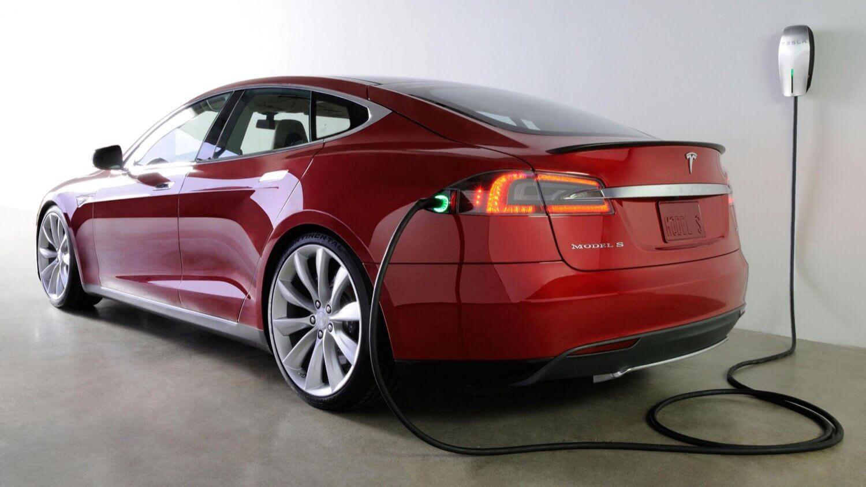 Как популярность электромобилей скажется на использовании нефти
